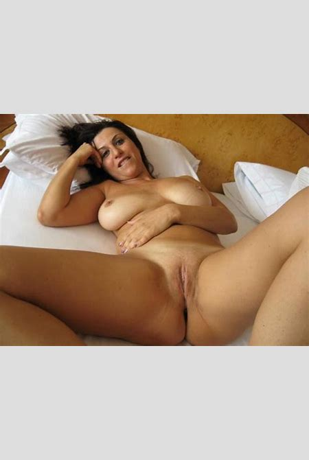 Horny Naked MILF Spreading Her Legs | Private MILF Pics