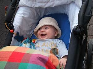 Kinderwagen Decke 80x80 : oskar vogel unter bunter decke im kinderwagen april 2007 ~ Markanthonyermac.com Haus und Dekorationen