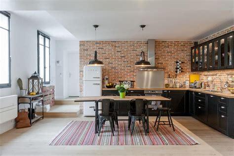 cuisine style cuisine style industriel grâce au mur en briques rouges