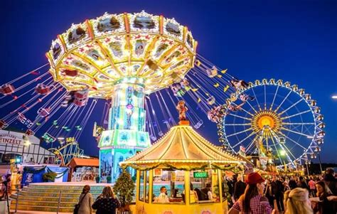 suroboyo carnival park wisata keluarga  malam hari