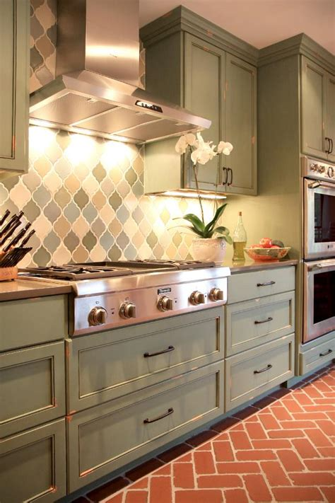 neutral transitional kitchen  diamond pattern