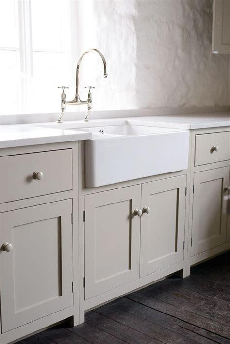 Kitchen Cupboard Hardware Ideas - best 25 shaker kitchen ideas on pinterest kitchen units shaker kitchen interior and dark
