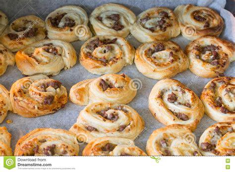 la pizza de p 226 te feuillet 233 e roule avec du boeuf hach 233 photo stock image 80503910