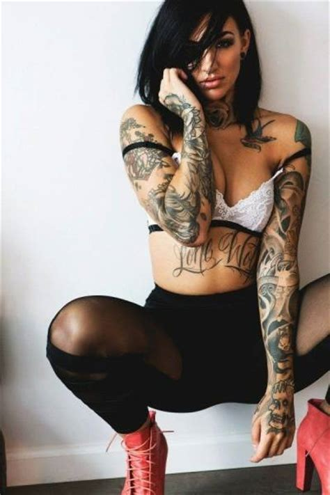 hot and hardcore girls who love tattoos 60 pics