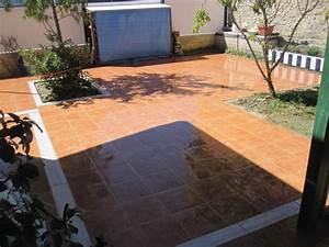 Foto: Pavimento de Gres con Cenefa y Jardineras de
