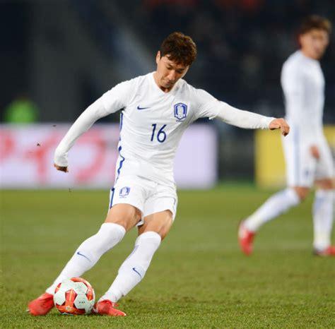 축구 종주국인 잉글랜드 런던의 아스날 fc는 런던의 물가수준을 반영하는 미칠듯한 표 값31 32에도 불구하고 언제나 매진되는 수준이다.33 그러나 가장 비싼 자리의 가격 말고 평균적인 티켓 가격 1위는. 정우영의 일본전 무회전킥 골, 골키퍼가 꼼짝 못한 이유는 ...