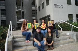 bilingual teacher supporting future bilingual teachers