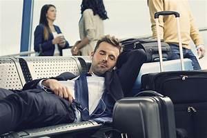 Im Sitzen Schlafen : schlafen am flughafen so klappt es ohne probleme ~ Watch28wear.com Haus und Dekorationen