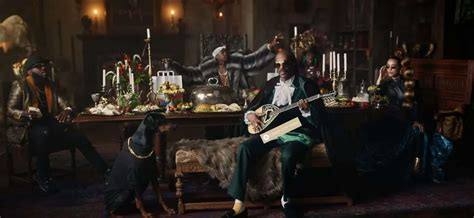 American Rapper Snoop Dogg Seen Holding A Bouzouki (VIDEO ...