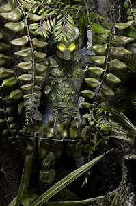 """DISCONTINUED – Predator – 7"""" Scale Action Figures – 30th"""