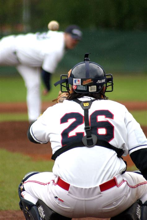 Catchers Stance 1: How to Protect Signs to the Pitcher