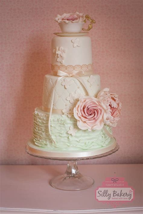 perfect romantic vintage wedding cakes deer pearl flowers