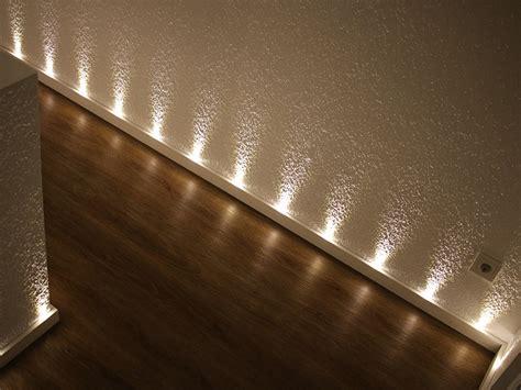 Sockelleisten Mit Led Beleuchtung by Led Sockelleiste Starterpaket Mittel Leisten Outlet