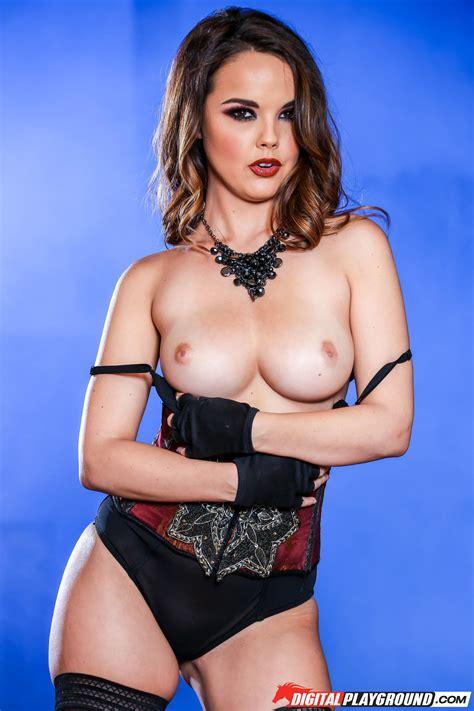 Blonde Chick Likes Posing Completely Naked Photos Mia Malkova Dillion Harper MILF Fox