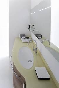 Badezimmerschrank Mit Integriertem Wäschekorb : gro e badezimmerschrank in nussbaum mit oben und integriertem waschbecken in glas idfdesign ~ Bigdaddyawards.com Haus und Dekorationen