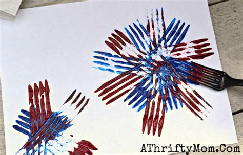 fireworks painted with a fork and easy craft 681 | Fireworks made with a Fork and craft paint quick and easy craft ideas for kids 4th of July art projects JULY4th fireworks KidCrafts 2