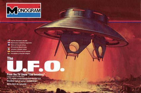 invaders ufo  model kit  aurora