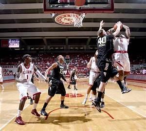 Men's Basketball Defeats Oakland 74-57 to Improve to 2-0 ...