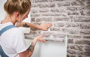 Fenster Tapezieren Anleitung : tapezieren leichtgemacht anleitung tipps tricks ~ Lizthompson.info Haus und Dekorationen