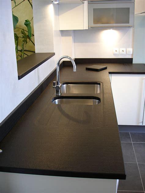 cuisine credence inox intérieur granit plan de travail en granit noir