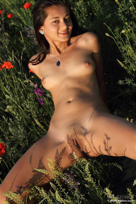 shiny flowers nudetiny modle nude