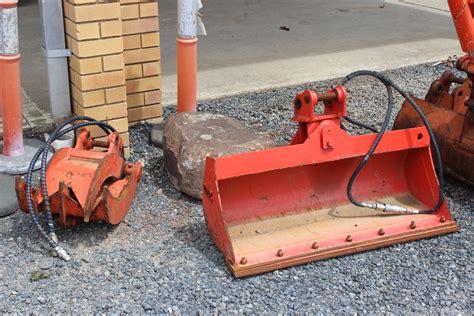 rock grab  tilt bucket   mini excavator  hire ballina