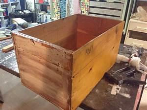 Caisse De Pomme : une caisse de pommes transform e en table de chevet d conome ~ Teatrodelosmanantiales.com Idées de Décoration