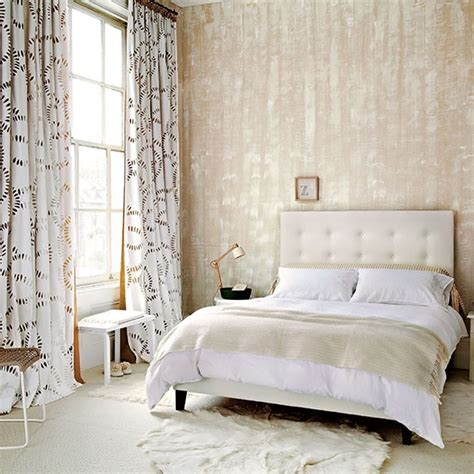 Living Room Curtain Ideas Uk by Neutral Bedroom With Textured Wallpaper Neutral Bedroom