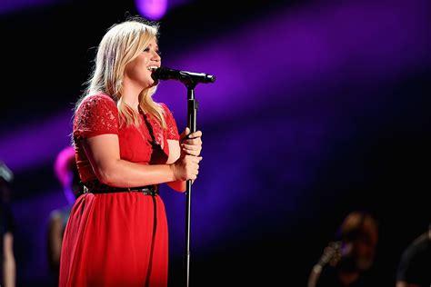 Kelly Clarkson Debuts New Song 'Invincible' [LISTEN]
