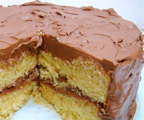 yellow cake with chocolate icing yellow cake with chocolate buttercream frosting easy dessert 1513