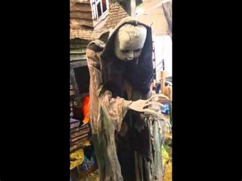 Spirit Halloween Animatronics Youtube by Spirit Halloween Animatronics 2015 Youtube