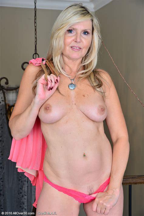 Hot Older Women 49 Year Old Velvet Skye From Toronto Canada In High