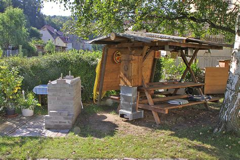 Sitzecke Im Garten Des Neuen Mietshauses Foto & Bild