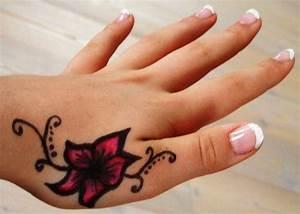 Finger Tattoo Herz : 25 ideen kleine tattoos f r frauen ~ Frokenaadalensverden.com Haus und Dekorationen