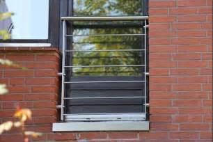 balkon verkleiden elegante balkonverkleidung glas gestaltung installation stil