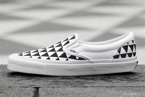 sneakersnstuff x vans og classic slip on lx stockholm