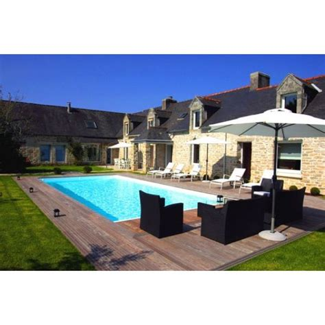 bien choisir canapé un salon de jardin au bord de la piscine