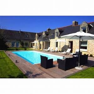 un salon de jardin au bord de la piscine With photo de jardin avec piscine