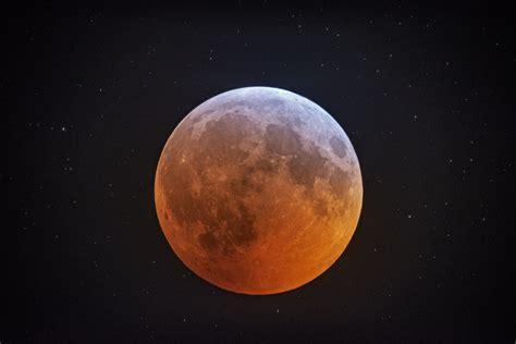 total lunar eclipse   supermoon bonus