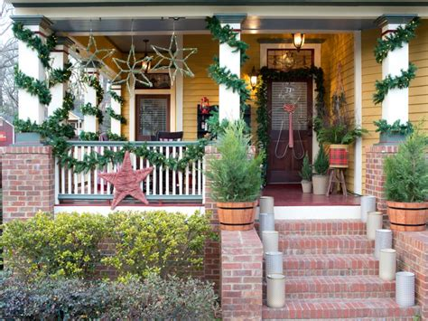 Weihnachtsdeko Für Gartenbank by Festive Ways To Boost Your Home S Curb Appeal Hgtv