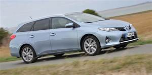 Toyota Auris Break Hybride : toyota auris touring sports le break en version hybride challenges ~ Medecine-chirurgie-esthetiques.com Avis de Voitures