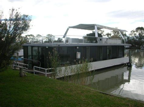 Boat Fenders On Gumtree by Best 25 Pontoon Houseboats For Sale Ideas On