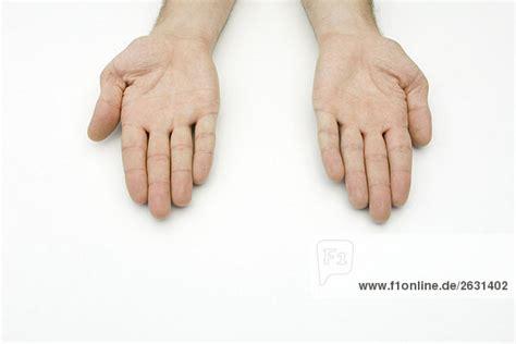zwei haende nebeneinander palms nach oben lizenzfreies