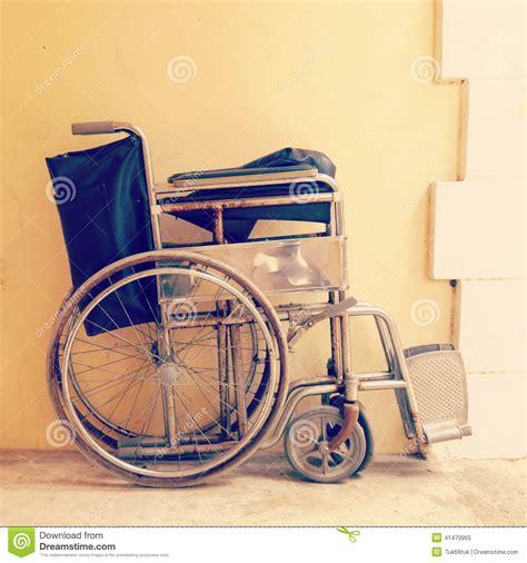 vieux vintage de fauteuil roulant r 233 tro photo stock image 41470965