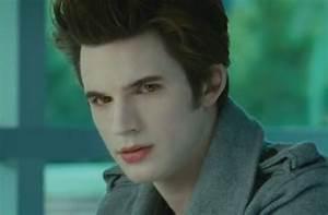 Do you think Edward (Vampires suck) looks like Edward ...