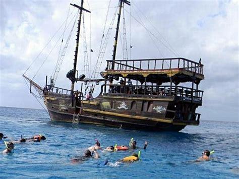 pirate boat   clip art  clip art