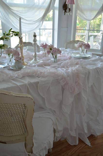 shabby chic table linens 75 best shabby tablecloths images on pinterest tablecloths table decorations and ideas para