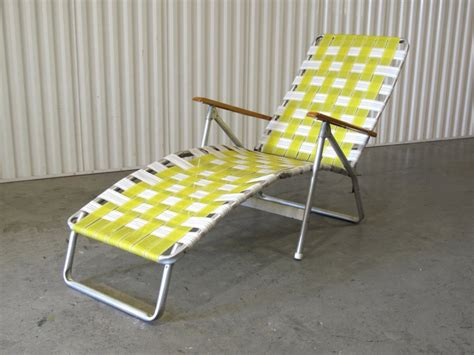 Plastic Tri Fold Lawn Chairs by Folding High Chair Option How To Fold A Cosco Folding