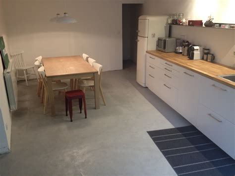 beton sur carrelage cuisine carrelage design 187 b 233 ton cir 233 sur carrelage cuisine moderne design pour carrelage de sol et