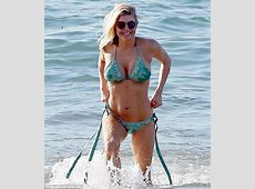 Fergie drops jaws in bikini as she flashes abs and